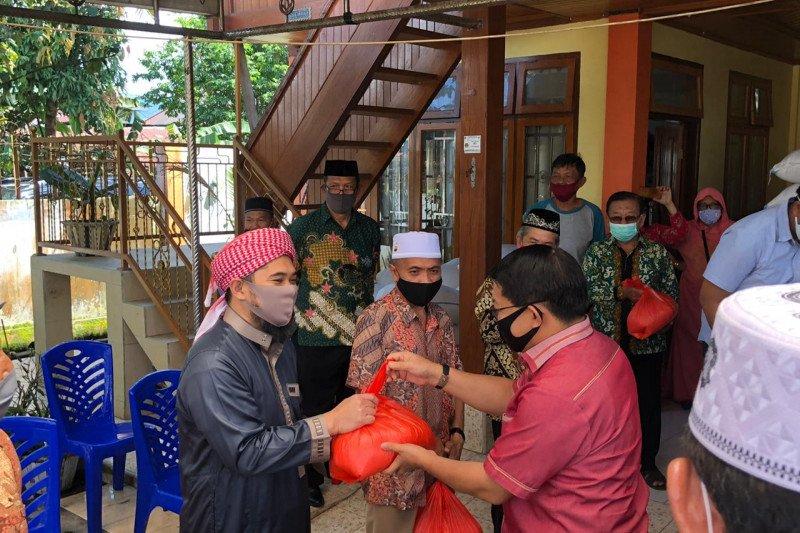 Pemerintah Kabupaten  Minahasa salurkan bantuan pangan di 33 masjid
