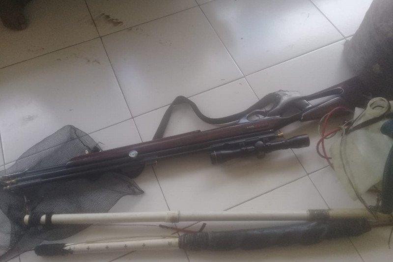 Gunakan strum aki, pemburu udang di kawasan konservasi Kabupaten Sorong dituntut bayar denda