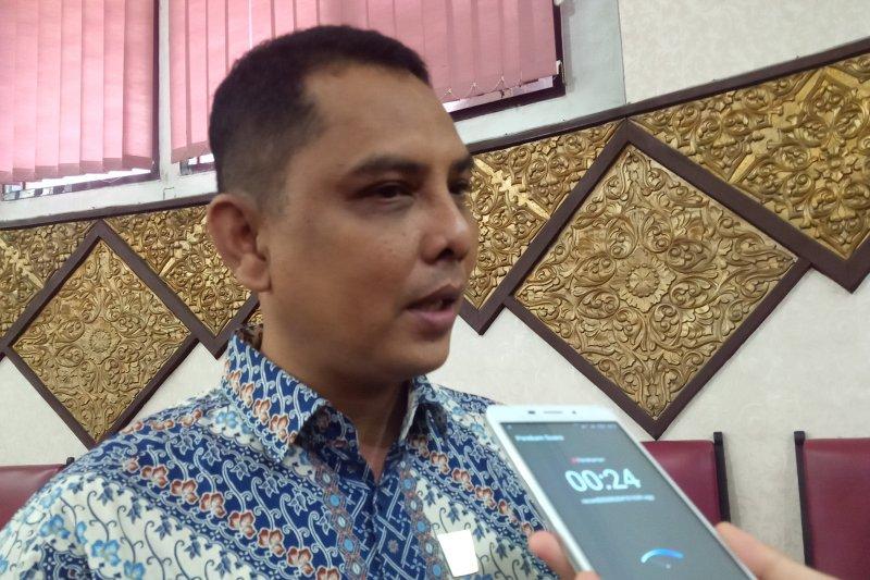 Legislator Sayangkan Warga Berkerumun Ambil Bst Di Kantor Pos Padang Antara News