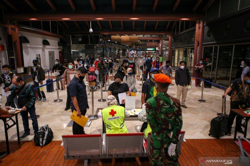 Antrean Penumpang Bandara Soekarno Hatta