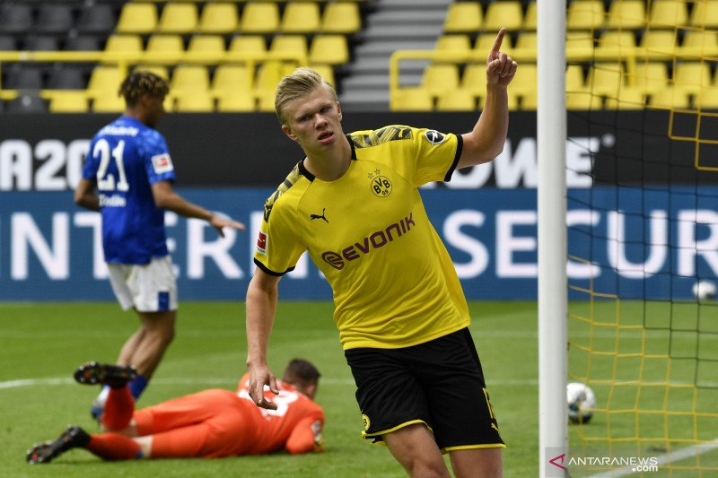 Pemain Dortmund Erling Haaland, pencetak gol pertama papan atas di era pandemi