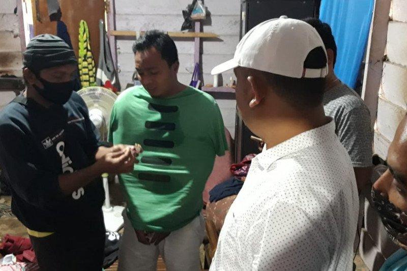 Polres Pasaman Barat amankan dua orang diduga pengedar sabu