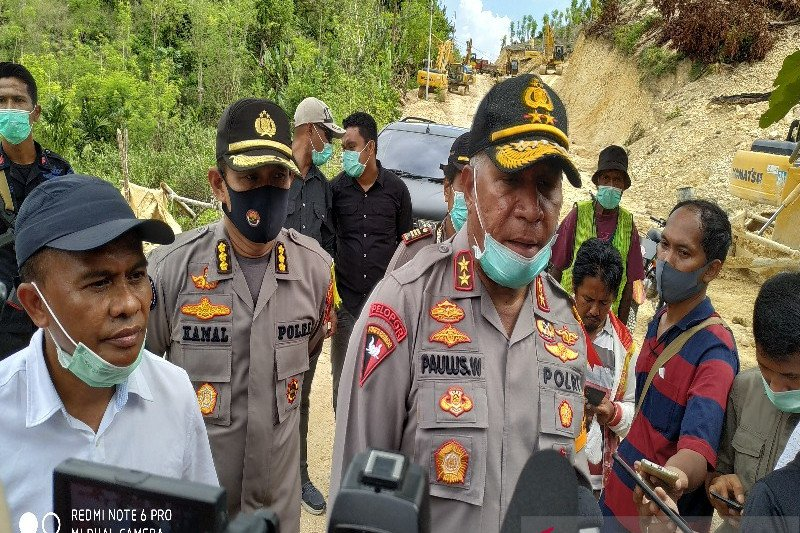 Sekelompok orang tak dikenal serang pos polisi, empat pucuk senpi dibawa kabur