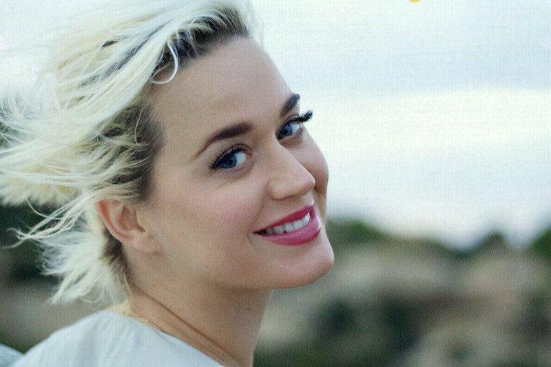 Penyanyi Katy Perry tuangkan kisah hidup di lagu baru