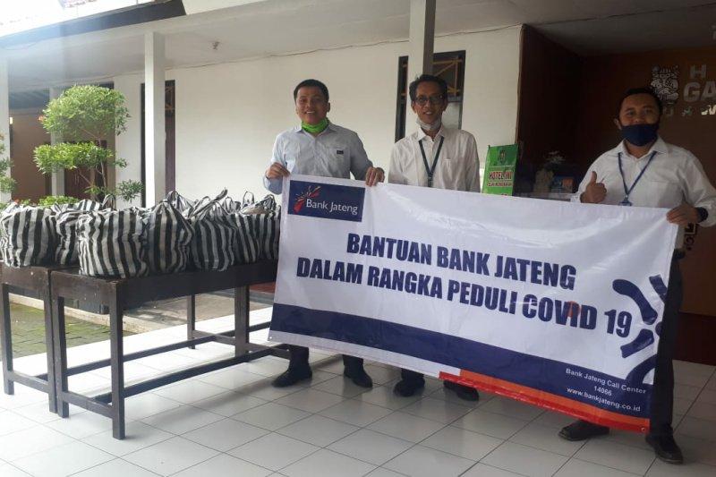 Bank Jateng bagikan 6.000 bungkus nasi di Purworejo