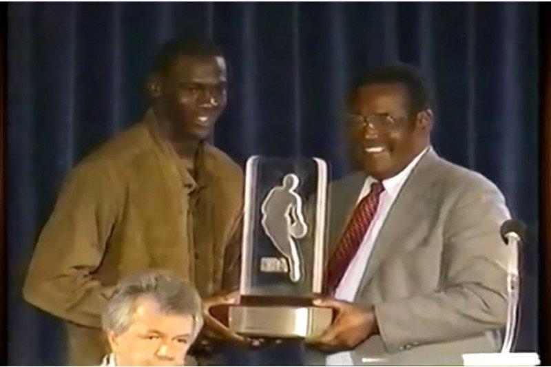 Ternyata Jordan tandai musim debut dengan menangi NBA Rookie of The Year