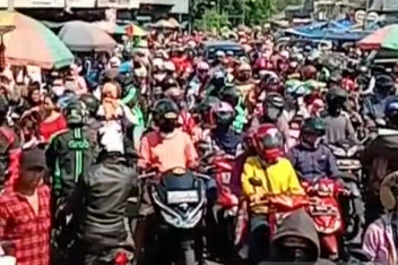 Pedagang dan pembeli di pasar Kota Bogor diminta hormati aturan PSBB
