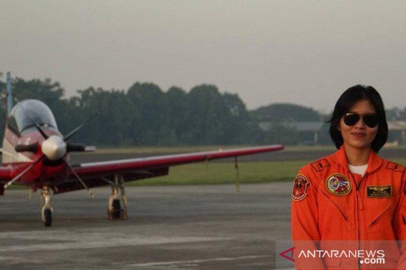 Sosok - Letda Pnb Ajeng Tresna dinobatkan sebagai penerbang tempur perempuan pertama TNI-AU