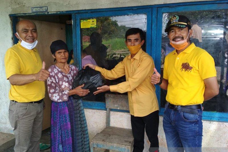 Anggota DPR RI, Darul Siska salurkan 1.000 paket sembako di Solok