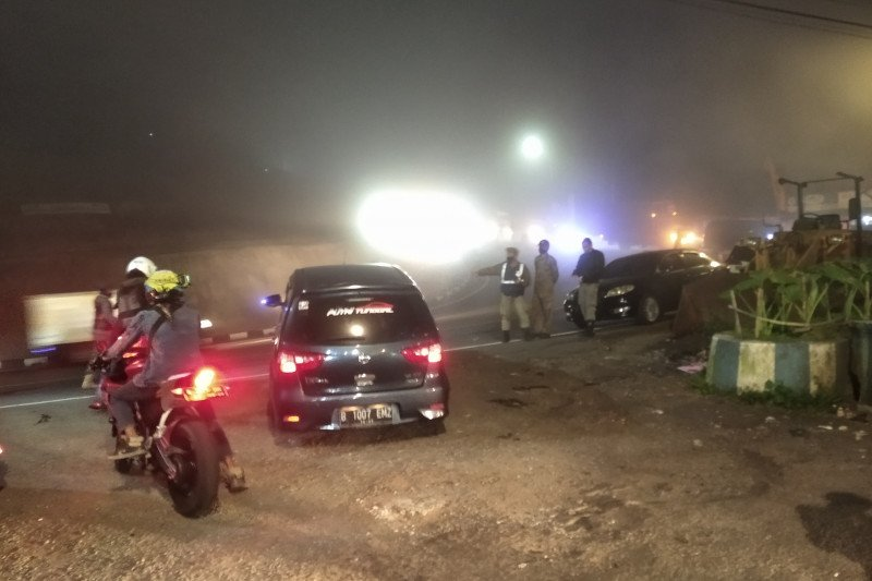 Ratusan  kendaraan ke Puncak Bogor diputarbalikkan karena langgar PSBB