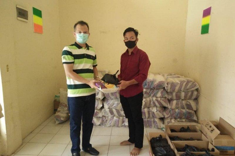 Gunung Mas salurkan paket sembako pada mahasiswa di Palangka Raya