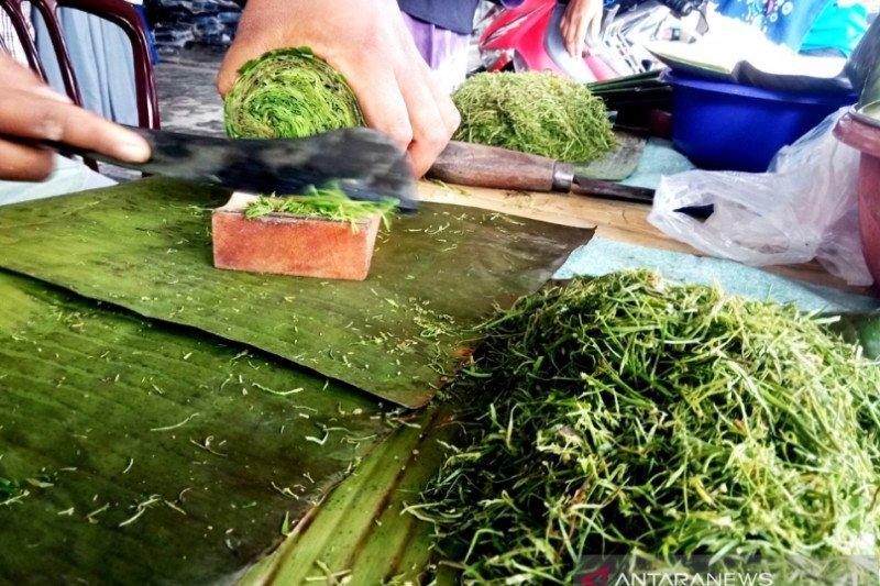 Hanya ada di bulan Ramadhan, rujak daun dianggap memiliki sejumlah khasiat