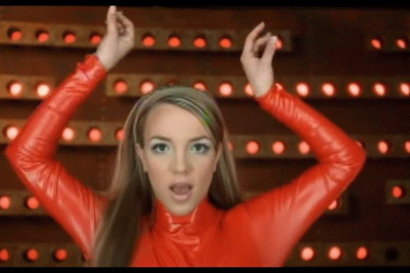 "Makna baju merah Britney Spears pada lagu ""Oops!... I Did It Again"""