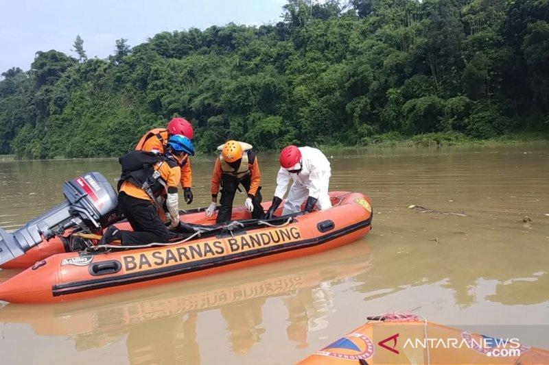 Tim SAR masih cari korban hanyut di Sungai Cisadea Cianjur