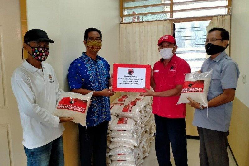 Albert Hendra Lukman salurkan dua ribu karung beras kepada warga terdampak COVID-19