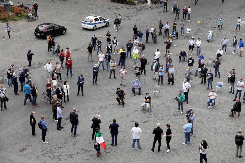 Partai oposisi Italia unjuk rasa di Roma, langgar aturan pembatasan