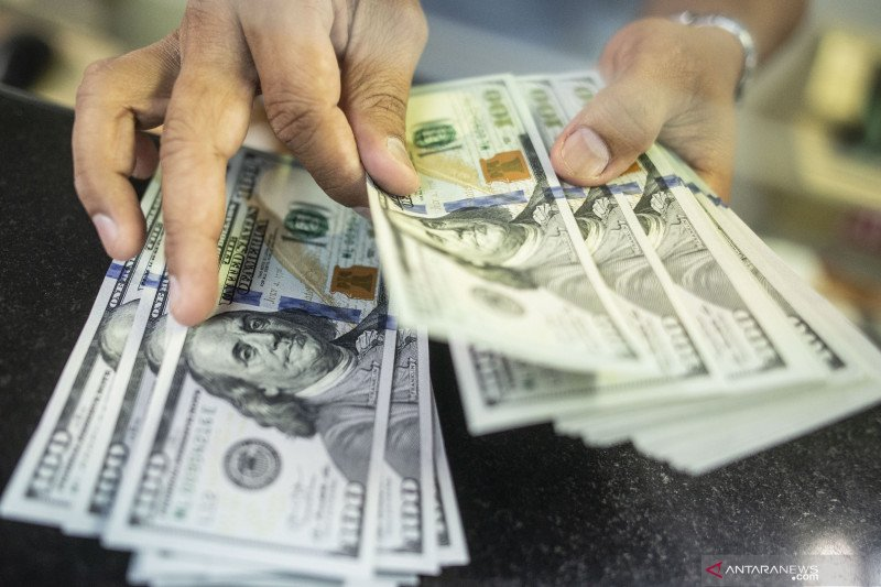 Rupiah menguat, pasar masih berharap ekonomi membaik di tengah wabah corona