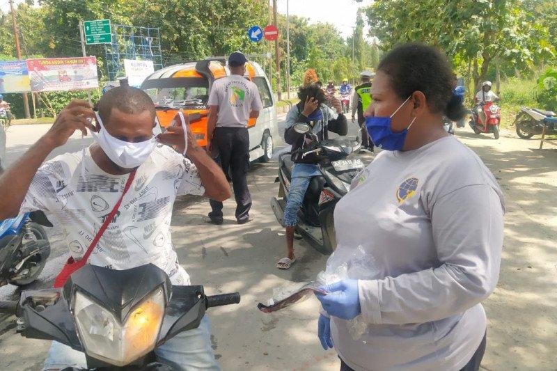 Pemkab Jayapura awasi aktivitas warga di luar rumah cegah Corona