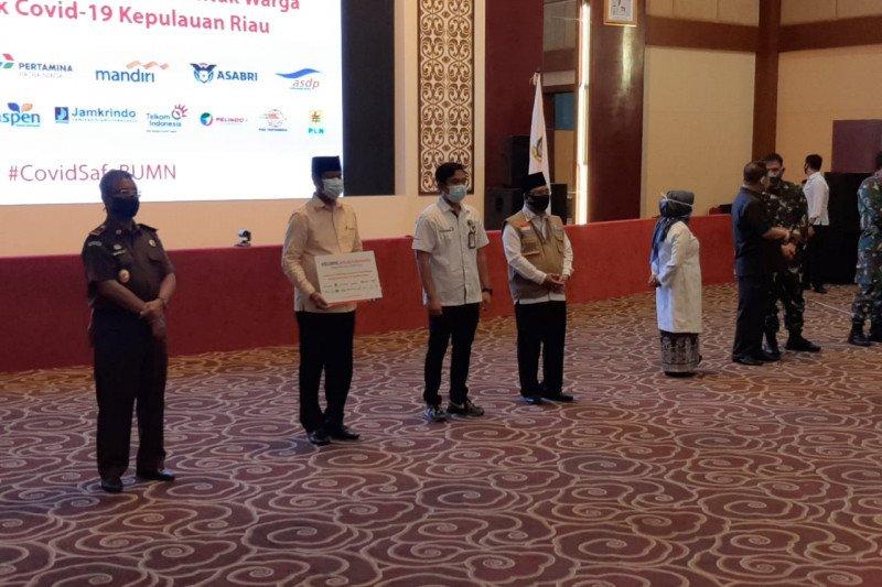 Satgas BUMN di Kepri serahkan 5.002 paket sembako