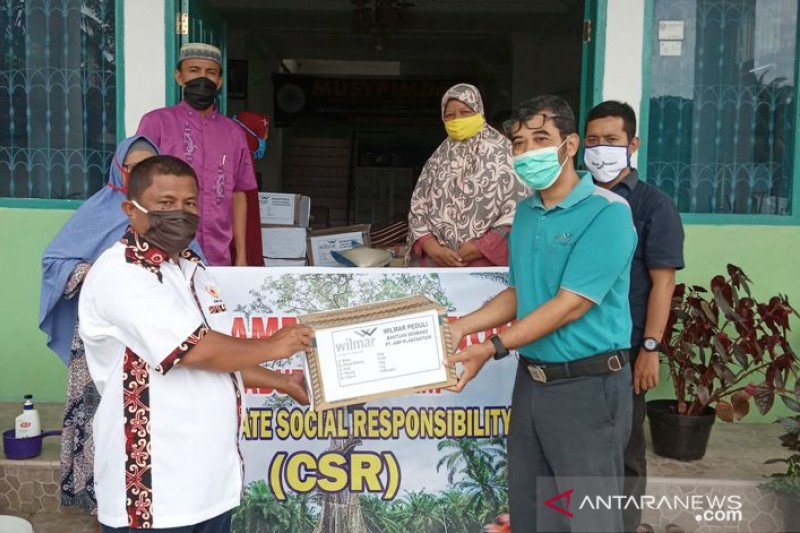 PT AMP Plantation salurkan 705 paket sembako di Agam