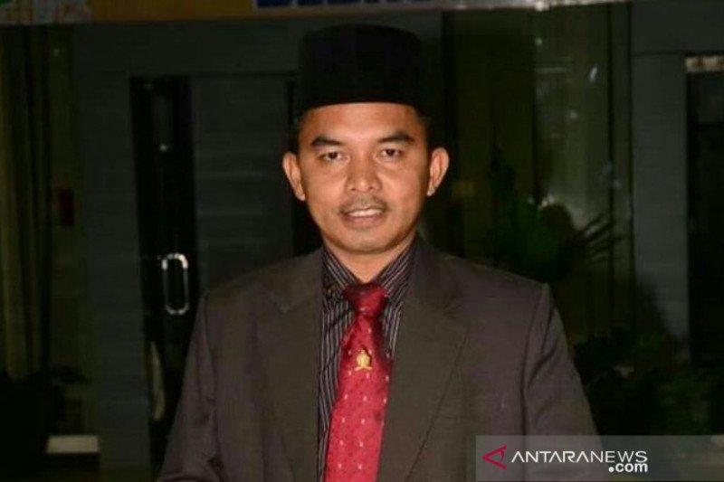 Seorang bidan desa di Padang Pariaman positif COVID-19, diduga kontak dengan pedagang di Pasar Raya Padang