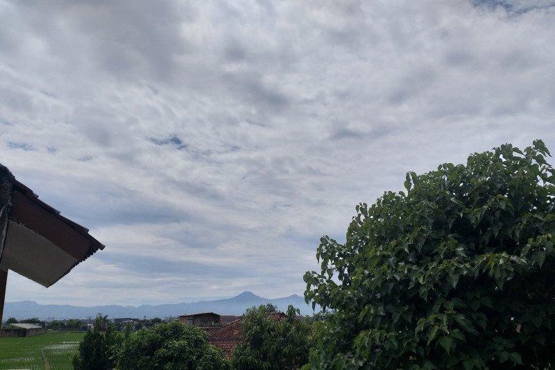 Heboh, ada suara dentuman keras di atas langit Bandung