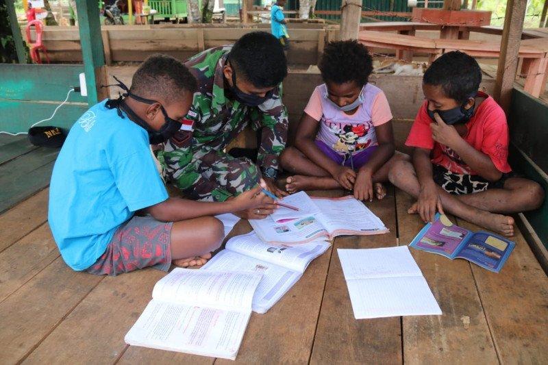 TNI berikan bimbingan belajar anak-anak di perbatasan Indonesia-PNG