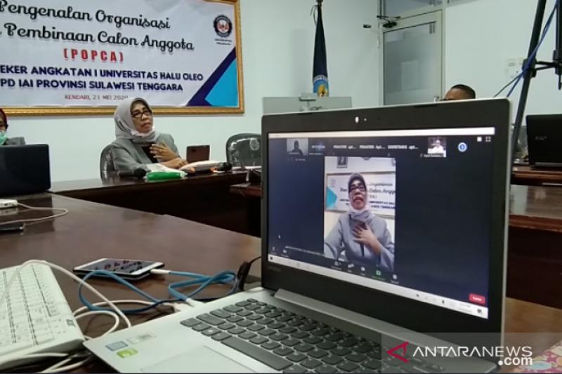 IAI Sultra beri pembinaan anggota baru lulusan UHO melalui video conference