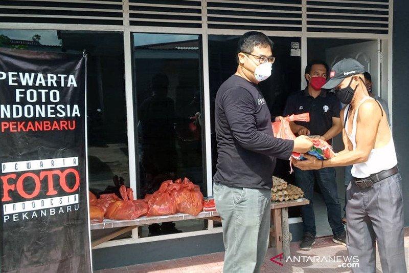Minamas Plantation dan PFI Pekanbaru salurkan sembako untuk warga terdampak COVID-19