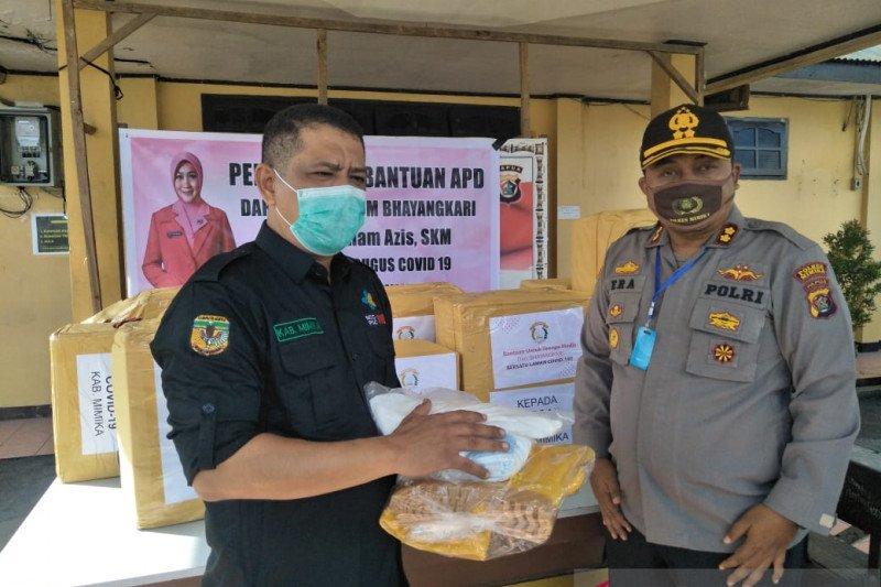 Ketua Umum Bhayangkari sumbang APD tenaga medis ke Mimika