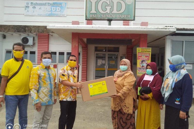 Golkar Dharmasraya bantu APD tenaga medis RSUD Sungai Dareh