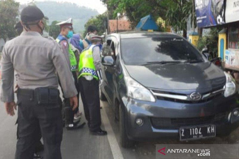 Polres Garut tangkap mobil pemudik yang terobos pos pemeriksaan
