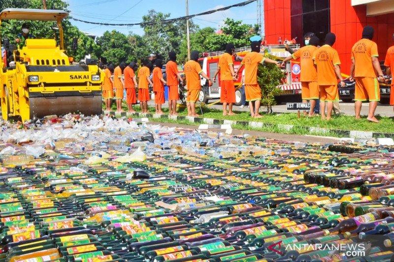 Polres Bogor sita belasan ribu botol minuman keras selama Ramadhan