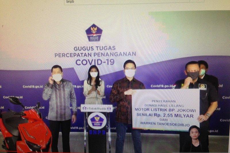 Warren Tanoe ditetapkan sebagai pemenang lelang konser amal motor listrik Jokowi
