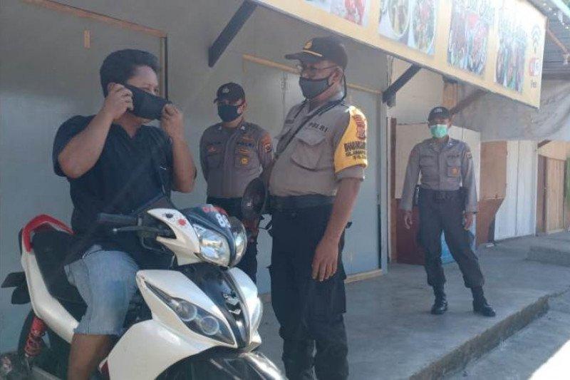 Polisi Jayapura gelar patroli jalan kaki imbau warga cegah virus corona