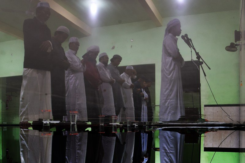 Sholat taraweh 30 juz di malam terakhir Ramadhan