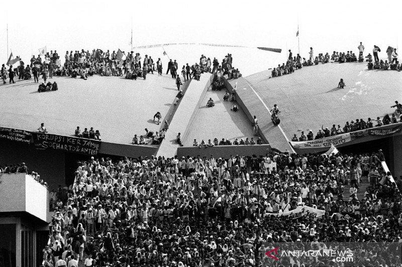 Reformasi 1998 dan Lengsernya Soeharto