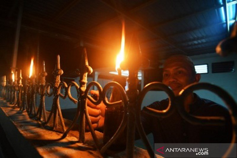 Warga asal Gorontalo rayakan tradisi Tumbilotohe