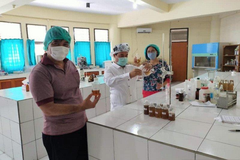 Sulawesi Utara akan memproduksi disinfektan organik dari cengkih-kelapa