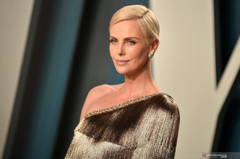 "Charlize Theron cedera saat syuting ""The Old Guard"""