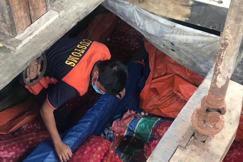 Penyelundupan 24,5 ton bawang merah berhasil digagalkan