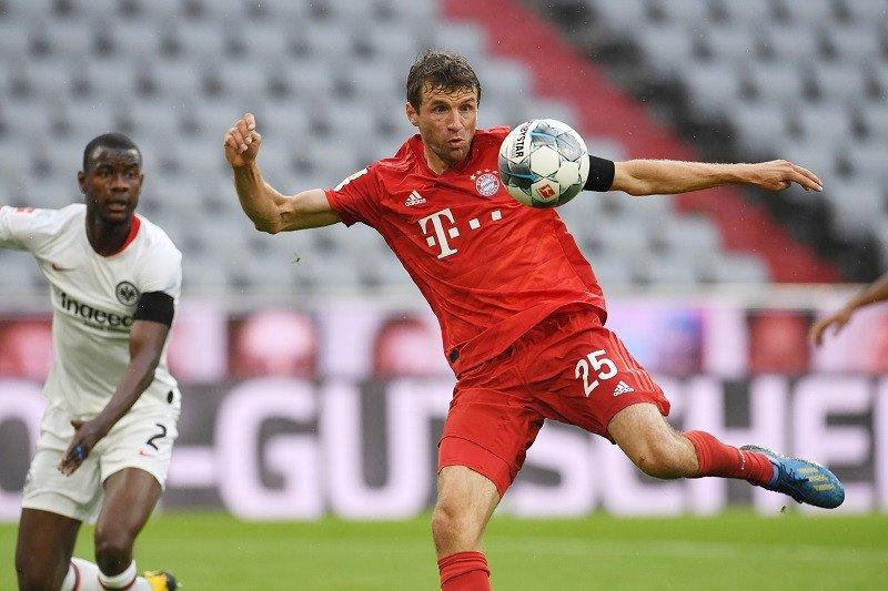 Bayern Muenchen mantap di puncak usai lumat Frankfurt 5-2