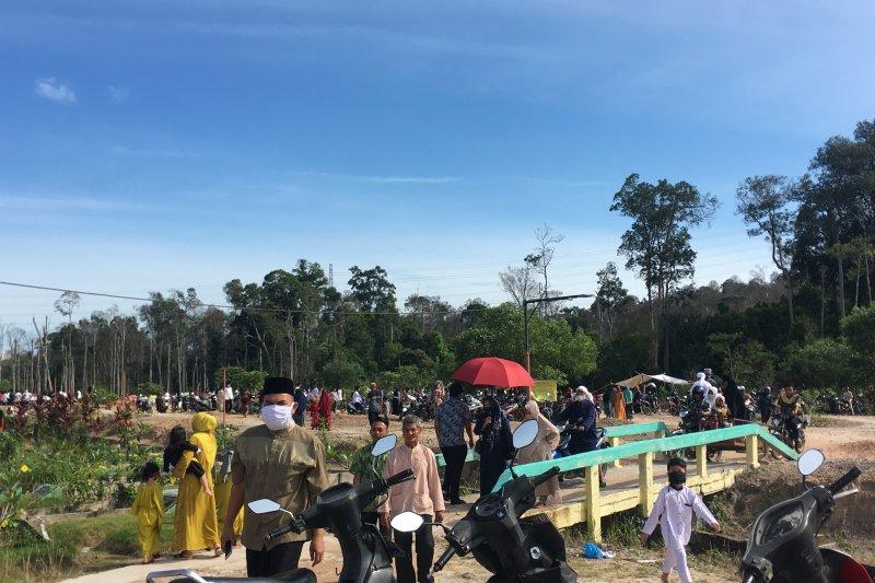 Peziarah padati taman pemakaman Temiang Batam