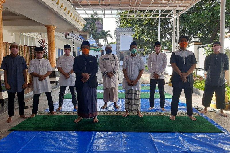 Wagub Sulsel jadi imam dan khatib shalat Idul Fitri di rumah