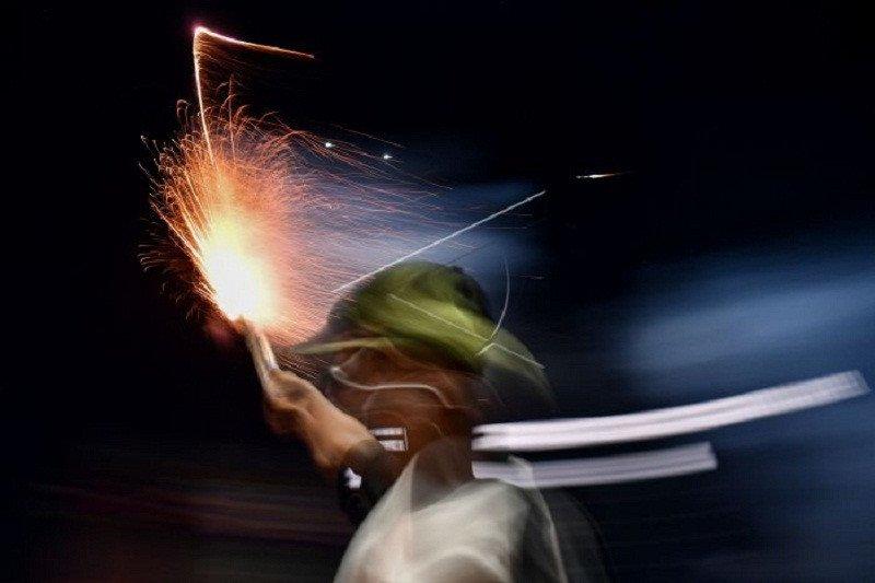Di Kota Jambi kembang api masih bersahutan di malam takbiran