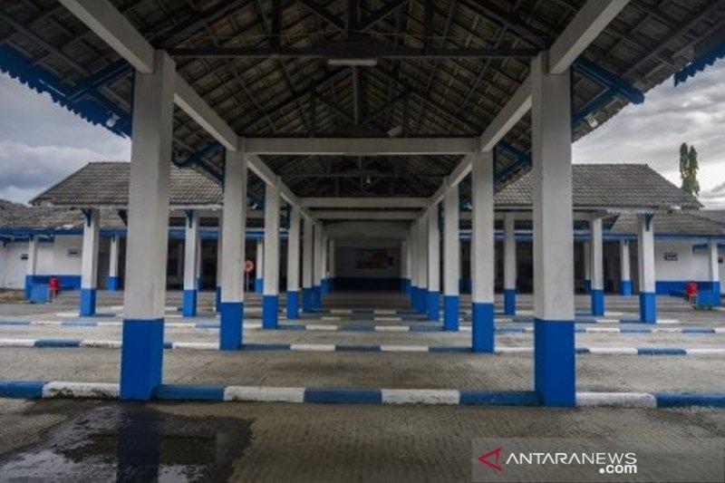 Terminal angkutan darat Mamboro lengang