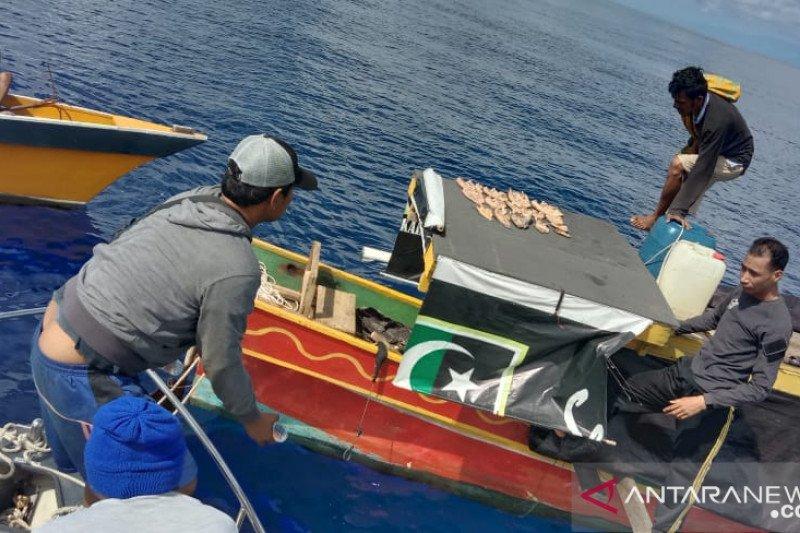 Tiga pemancing ikan yang hilang di perairan Poso  ditemukan selamat