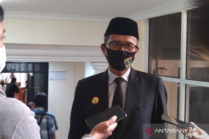 W Sumatra governor cautions public against going to tourist sites