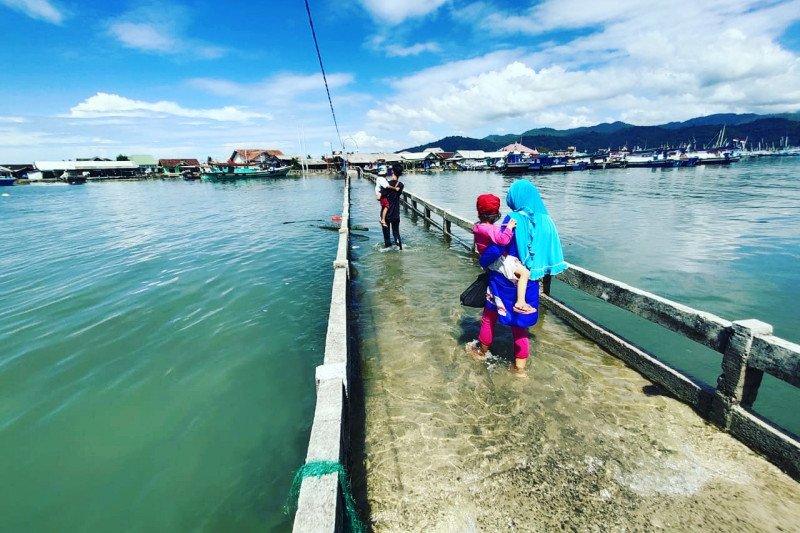 Akses warga Pusaran Bandarlampung terganggu karena kerap dilanda banjir rob