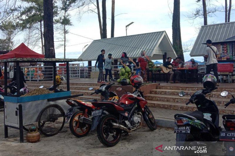 Pantai Panjang Bengkulu tetap ramai dikunjungi meski ditutup sementara